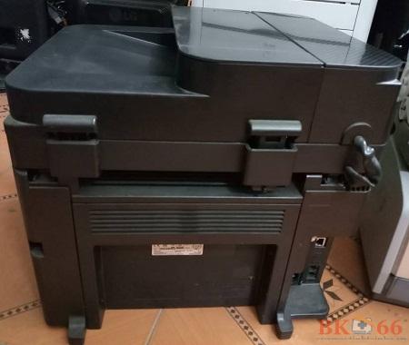 Mặt sau của máy in Canon 217 cũ giá rẻ tại Hà Nội